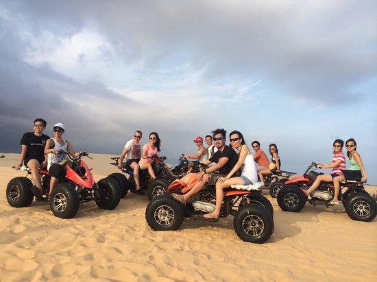 atv-on-white-sand-dunes